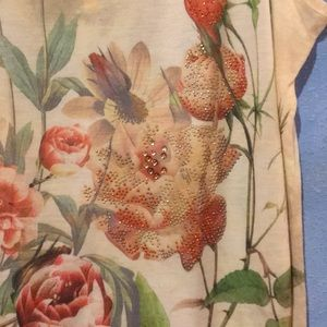 new directions Tops - NWOT Flower Print Tank Top